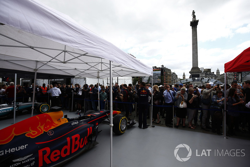 Fans inspect the Red Bull Racing RB13 alongside the Mercedes AMG F1 W08 in the display area