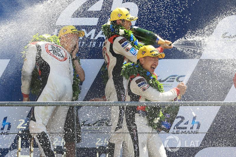 Podio LMP2: i vincitori Ho-Pin Tung, Oliver Jarvis, Thomas Laurent, DC Racing
