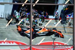 Fernando Alonso, McLaren MCL32 reflejo