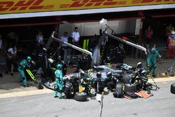 Пит-стоп: Льюис Хэмилтон, Mercedes-Benz F1 W08
