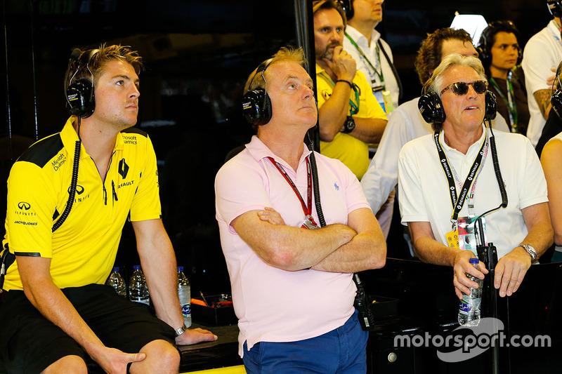 Jack Clarke, conductor y fisio con Jonathan Palmer y a Sir Peter Ogden