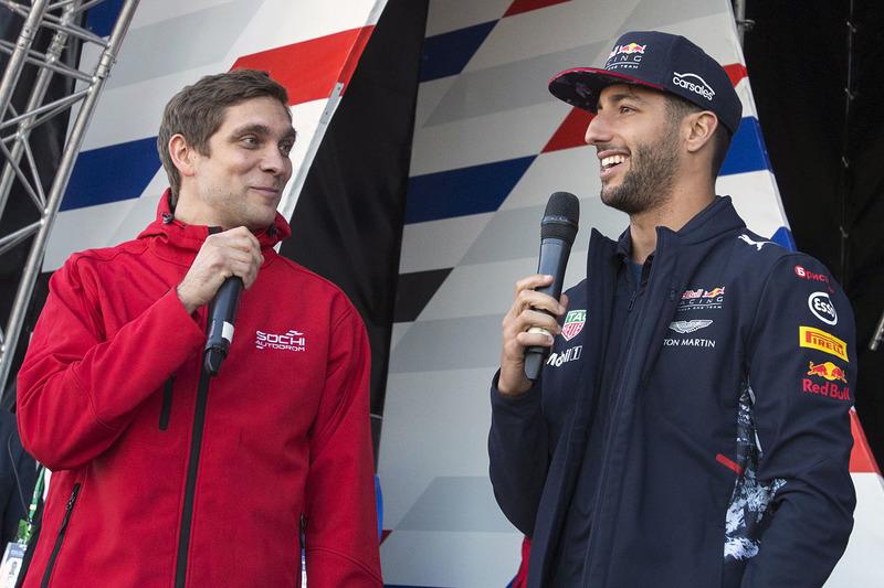 Vitaly Petrov, Daniel Ricciardo, Red Bull Racing
