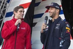 Виталий Петров и гонщик Red Bull Racing Даниэль Риккардо
