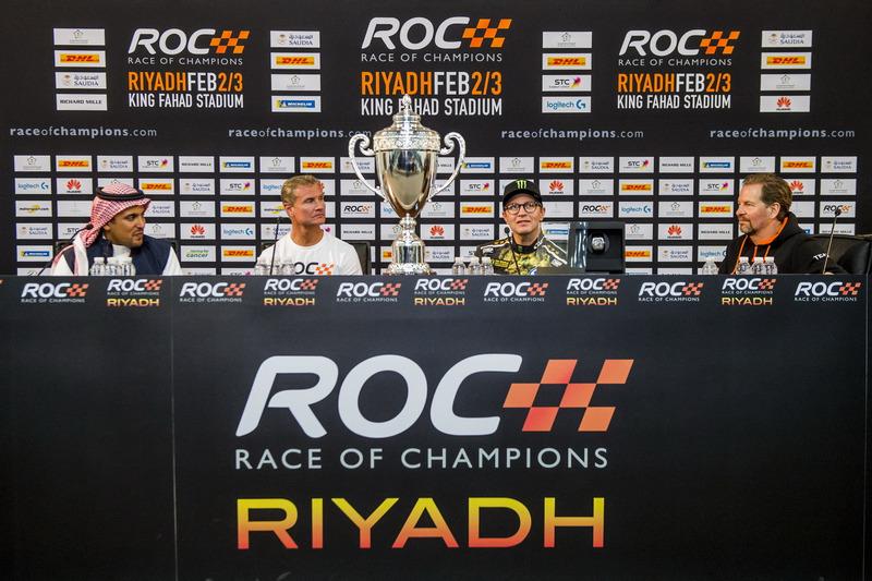 Ganador David Coulthard, Petter Solberg, el Príncipe Khaled Al Faisal, Presidente de la Federación Automovilística de Arabia Saudita y Fredrik Johnsson en la conferencia de prensa