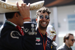 Daniel Ricciardo, Red Bull Racing, with Mexicans in local costume