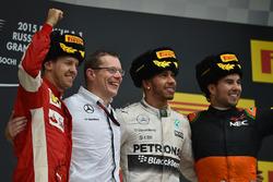 Себастьян Феттель (Ferrari), Енді Ковелл, Льюіс Хемілтон (Mercedes) і Серхіо Перес ( Force India)