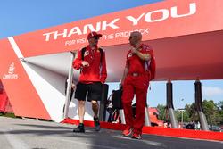 Kimi Raikkonen, Ferrari and trainer Mark Arnall