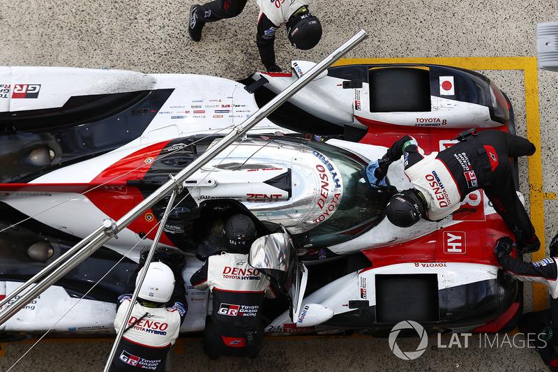 Если гонщики Toyota иногда допускали небольшие ошибки, то механики японской команды проявили себя безупречно
