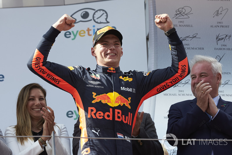 Max Verstappen, Red Bull Racing, 1° classificato, arriva sul podio