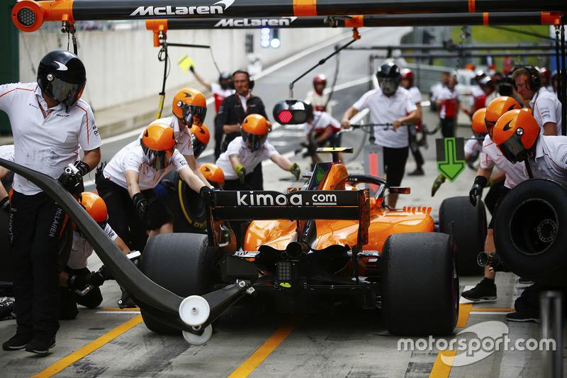 Stoffel Vandoorne, McLaren, makes a pit stop