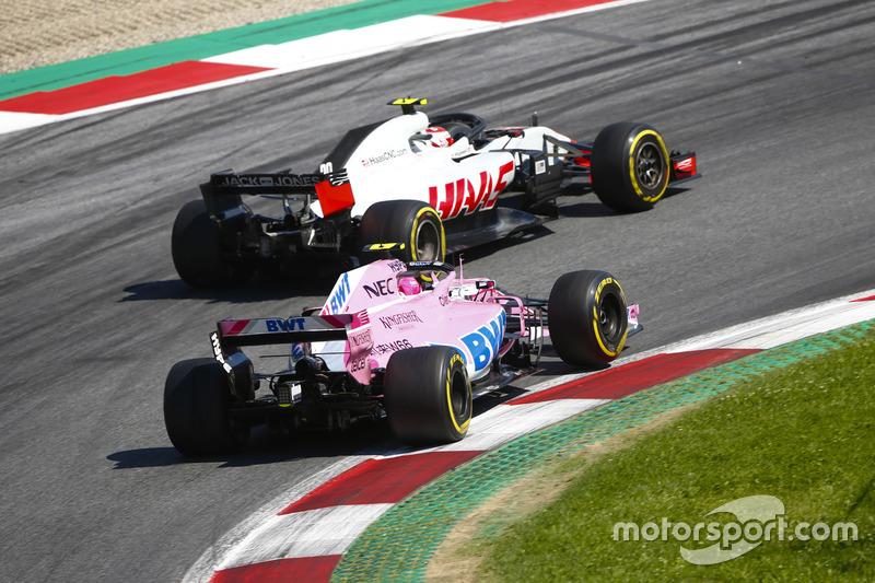 Kevin Magnussen, Haas F1 Team VF-18, Esteban Ocon, Force India VJM11