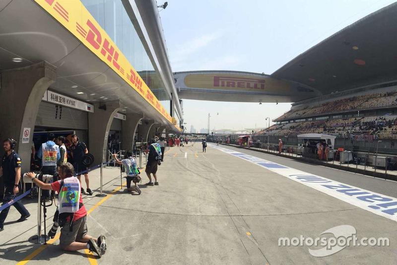 China GP Boxengasse