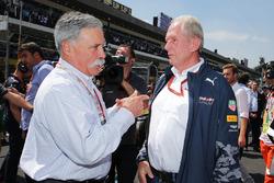 Chase Carey, Presidente de Formula One Group con Dr Helmut Marko, Red Bull Motorsport Consultor en l