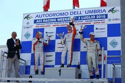 Gara 1 podio TCS: Andrea Bassi, Seat Leon-TCS 2.0, Kevin Giacon, Alfa Romeo Mito-TCS 1.4, Giampiero Wyhinny SEAT Cupra ST-TCS