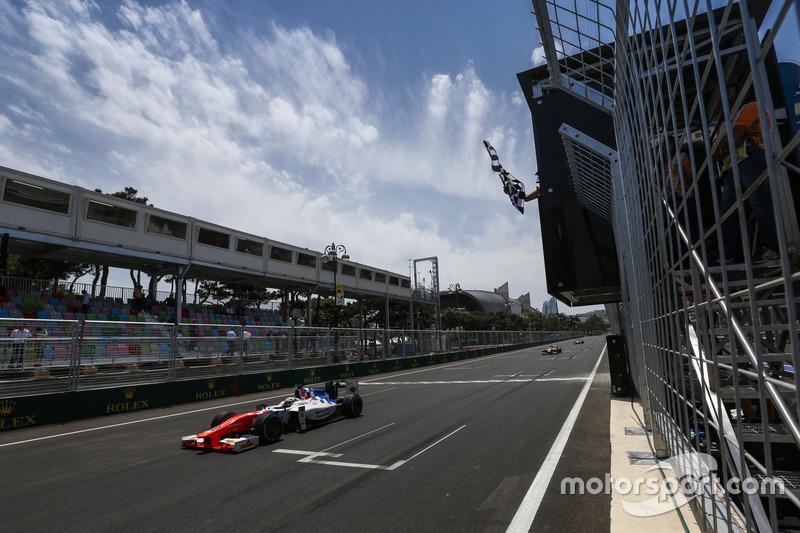 Oliver Rowland, MP Motorsport cruza la línea de meta