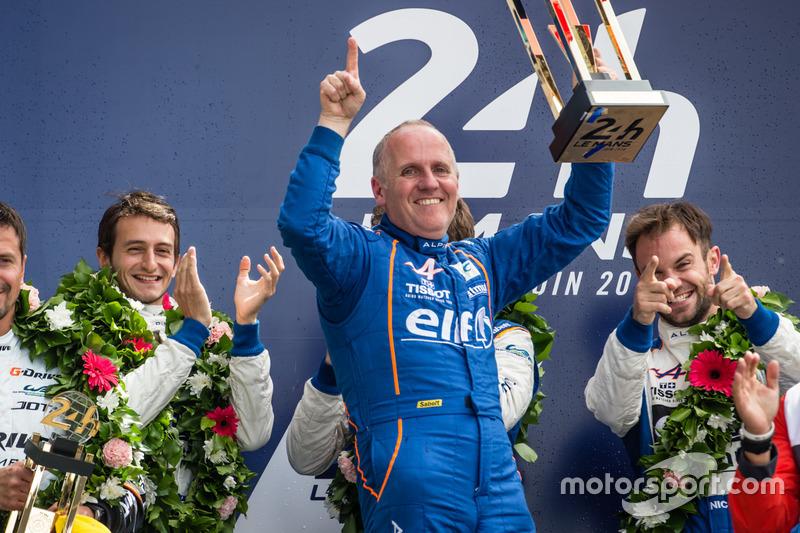 Podium LMP2 : les vainqueurs #36 Signatech Alpine A460: Gustavo Menezes, Nicolas Lapierre, Stéphane Richelmi avec Philippe Sinault, directeur Signatech Alpine