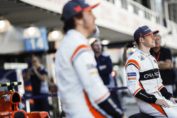 Fernando Alonso, McLaren, Stoffel Vandoorne, McLaren, at the McLaren team photo call