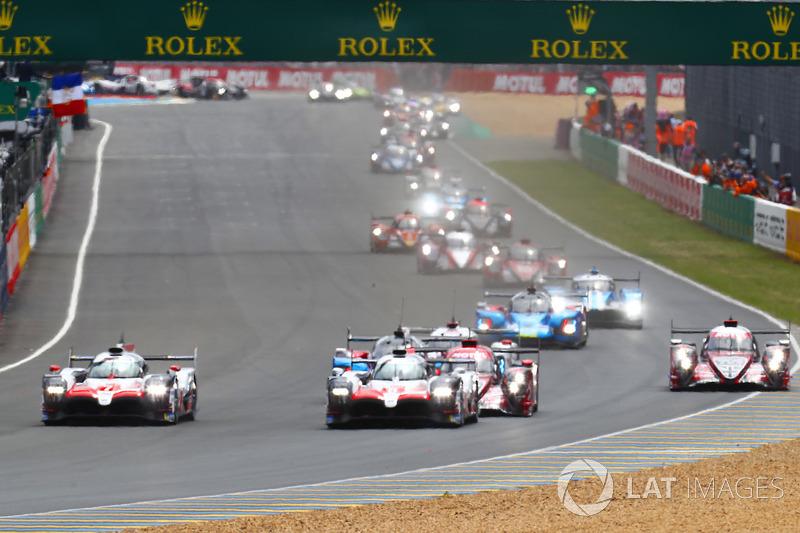 Start: #8 Toyota Gazoo Racing Toyota TS050: Sébastien Buemi, Kazuki Nakajima, Fernando Alonso lidera la carrera
