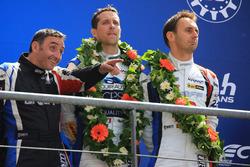 Podio LMP2: al terzo posto Tristan Gommendy, Jonathan Hirschi, Graff Racing