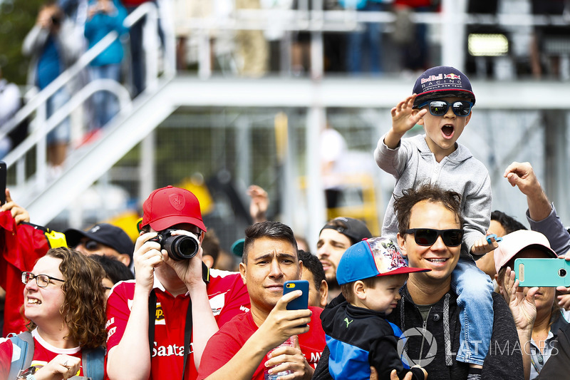 Fans take pictures and cheer