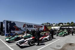 Graham Rahal, Rahal Letterman Lanigan Racing Honda et d'autres voitures attendent l'inspection