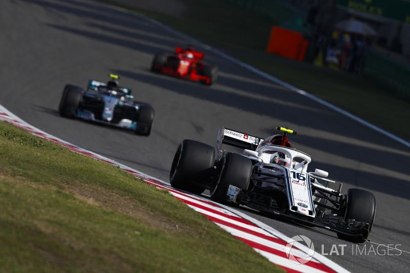Charles Leclerc, Sauber C37 Ferrari, Valtteri Bottas, Mercedes AMG F1 W09, y Sebastian Vettel, Ferrari SF71H