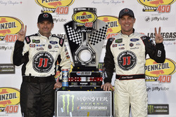 Rodney Childers, Kevin Harvick, Stewart-Haas Racing, Ford Fusion Jimmy John festeggiano la vittoria