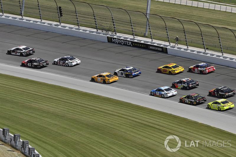 Kevin Harvick, Stewart-Haas Racing, Ford Fusion Jimmy John's Kickin' Ranch e Kurt Busch, Stewart-Haas Racing, Ford Fusion Haas Automation