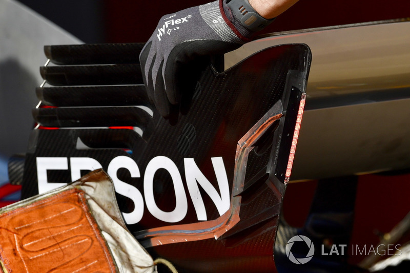 Detail sayap belakang Mercedes-AMG F1 W09