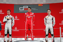 Tweede plaats Anthoine Hubert, ART Grand Prix, racewinnaar Giuliano Alesi, Trident, derde plaats Jake Hughes, ART Grand Prix