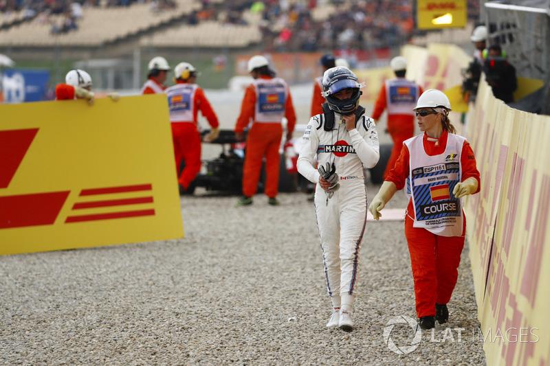 Lance Stroll, Williams Racing, dipandu seorang marshal