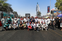 Thumbs up from the guest for the driver's pre race photo with Jean Todt, FIA President, adn Alejandro Agag, Formula E CEO