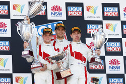 Podium: racewinnaar Robin Frijns, Stuart Leonard, Dries Vanthoor, Audi Sport Team WRT