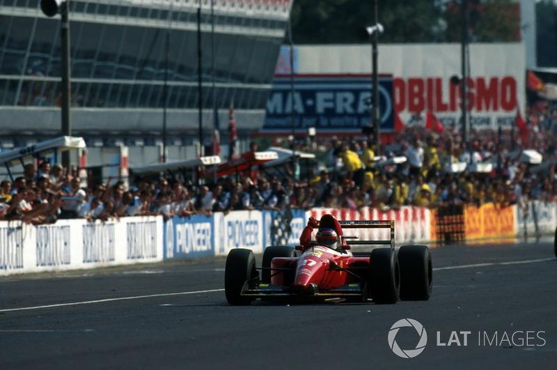 Алези, к восторгу торсиды, финишировал вторым. Он отстал на 40 секунд, но принес Ferrari лучший результат того сезона в самой важной для команды гонке.