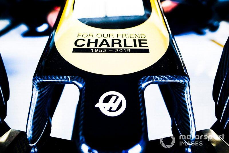 Nariz del Haas F1 Team con gráfico de Charlie Whiting In Memoriam
