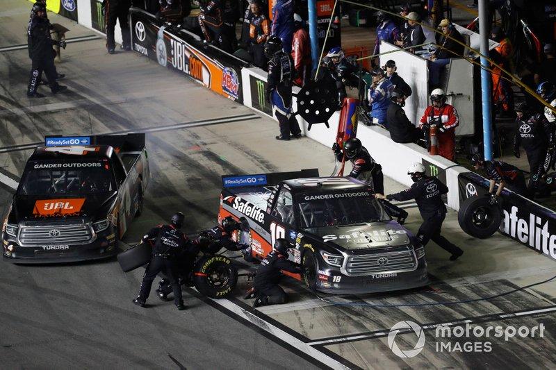 Todd Gilliland, Kyle Busch Motorsports, Toyota Tundra JBL, Harrison Burton, Kyle Busch Motorsports, Toyota Tundra Safelite AutoGlass, pit stop