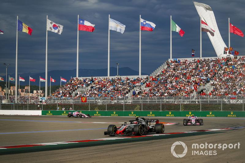 Perseguido pelos carros da Force India, Kevin Magnussen colocou a Haas na oitava posição