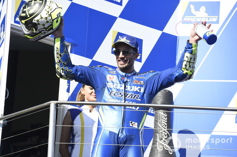 Podio: il secondo classificato Andrea Iannone, Team Suzuki MotoGP
