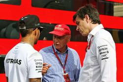 Lewis Hamilton, Mercedes AMG F1 con Niki Lauda, Mercedes Presidente no ejecutivo y Toto Wolff, Merce