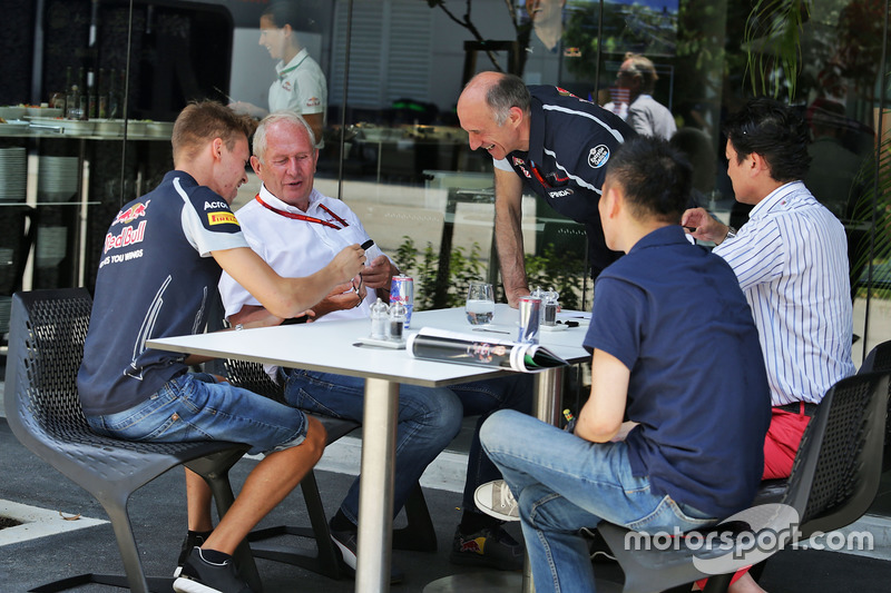 (L to R): Daniil Kvyat, Scuderia Toro Rosso with Dr Helmut Marko, Red Bull Motorsport Consultant and
