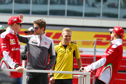 Sebastian Vettel, Ferrari, Romain Grosjean, Haas F1 Team, Kevin Magnussen, Renault Sport F1 Team en