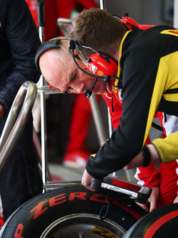 Jock Clear, Ferrari Engineering Director with a Pirelli Tyre Technician