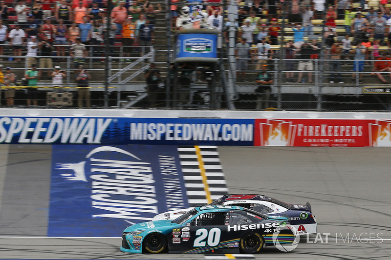 Fotofinish: Sieg für Denny Hamlin, Joe Gibbs Racing Toyota, vor William Byron, JR Motorsports Chevrolet