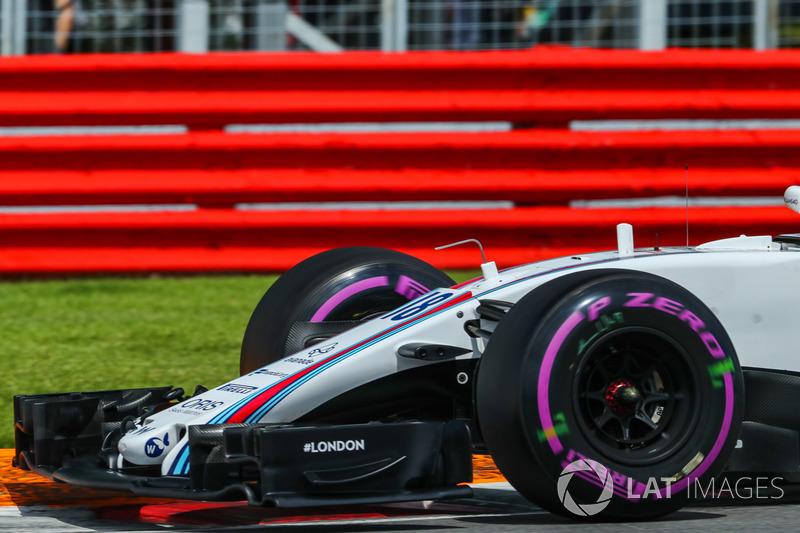 Носовой обтекатель и переднее антикрыло Williams FW40 Лэнса Стролла
