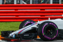 La nariz y ala delantera del coche de Lance Stroll, Williams FW40