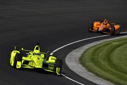 Симон Пажено, Team Penske Chevrolet, и Фернандо Алонсо, Andretti Autosport Honda