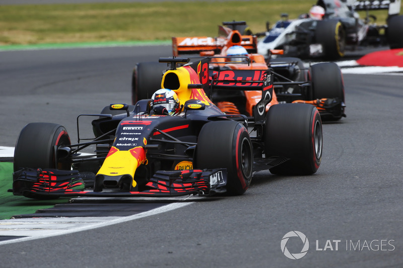 Даніель Ріккардо, Red Bull Racing RB13, Фернандо Алонсо, McLaren MCL32
