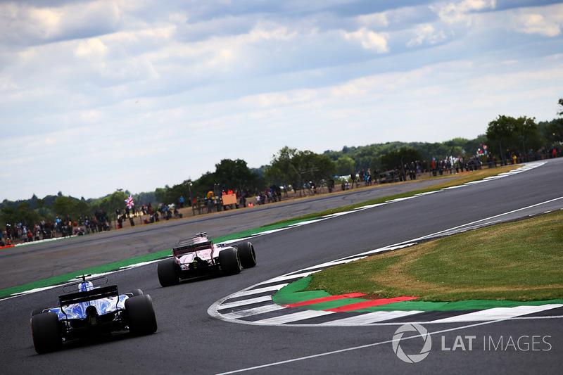 Pascal Wehrlein, Sauber C36, Sergio Perez, Sahara Force India VJM10