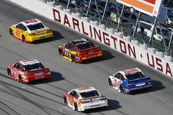 Joey Logano, Team Penske Ford, Denny Hamlin, Joe Gibbs Racing Toyota, Erik Jones, Furniture Row Racing Toyota