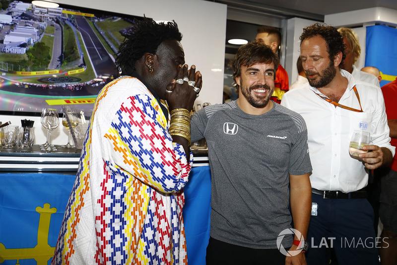 Фернандо Алонсо, McLaren, святкує свій день народження, Джевеллері, дизайнер Moko